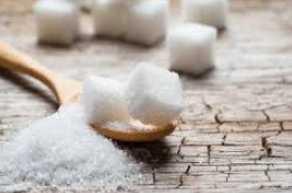 cara melembabkan bibir kering dengan bahan alami dengan gula