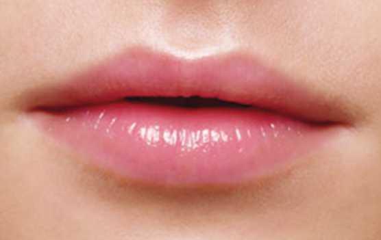 cara melembabkan bibir kering dengan bahan alami